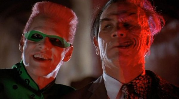 Jim-Carrey-Tommy-Lee-Jones-Riddler-Two-Face-Batman-Forever-DC-1995-1024x569.jpg