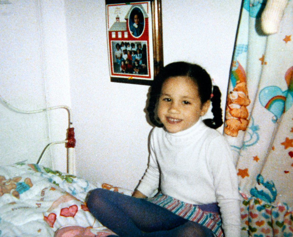 Meghan Markle in her bedroom in Los Angeles, circa 1987.jpg