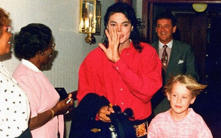 macaulay-culkin-defends-michael-jackson-in-new-interview2.jpg