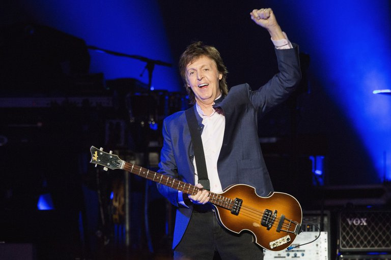 paul_mccartney_april_2016_photo_mat_hayward_getty_images_522089576jpg.jpg